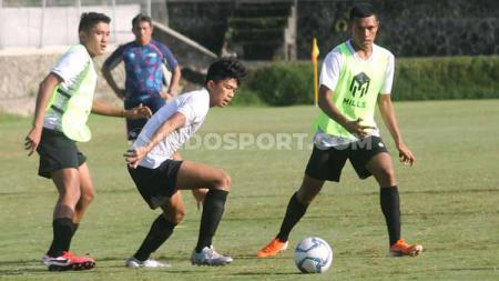 Timnas Indonesia U-16 saat latihan di Lapangan Universitas Islam Indonesia (UII), Sleman, Rabu (19/02/20). - INDOSPORT