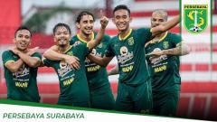 Indosport - Duel per lini pertandingan final Piala Gubernur Jatim 2020 Persebaya Surabaya vs Persija Jakarta, memperlihatkan persaingan ketat di sektor lini depan.