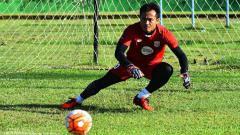Indosport - Ferdiansyah menjadi salah satu nama yang pernah ada di balik sejarah Persipura Jayapura. Ia menjadi bagian skuat Persipura selama 9 musim. Apa kabar dirinya sekarang?