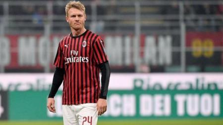 Simon Kjaer dikabarkan mengalami cedera usai membantu AC Milan mengalahkan Torino di Serie A Liga Italia. - INDOSPORT