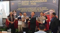 Indosport - Induk federasi sepak bola (PSSI) untuk pertama kalinya menggelar rapat kordinasi dengan pihak kepolisian. Hal ini untuk persiapan kick off Liga 1 2020.