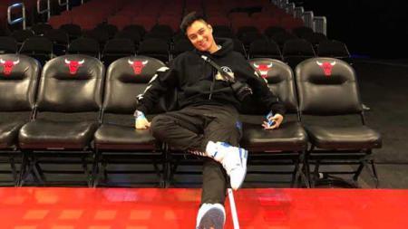 Keseruan Baim Wong nonton NBA langsung. - INDOSPORT