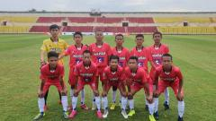 Indosport - Tim sepak bola Sulsel dipecundangi Kalteng dengan skor tipis 0-1 pada laga penyisihan Grup B Piala Soeratin di Stadion Sultan Agung, Bantul, Kamis (20/02/20).
