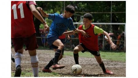 Akademi PSM Makassar menjaring 51 pesepakbola muda hasil seleksi di Lapangan Karebosi, Makassar, 17-19 Februari 2020. - INDOSPORT