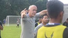 Indosport - Pelatih PSIS Semarang, Dragan Djukanovic meminta PT. Liga Indonesia Baru (PT. LIB) selaku operator liga segera merilis jadwal terbaru apabila Liga 1 dilanjutkan