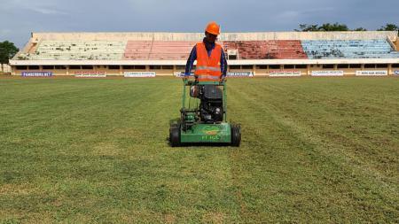 Stadion Kebondalem yang mulai direnovasi oleh Lestarindo sejak Kamis (20-2-2020). - INDOSPORT