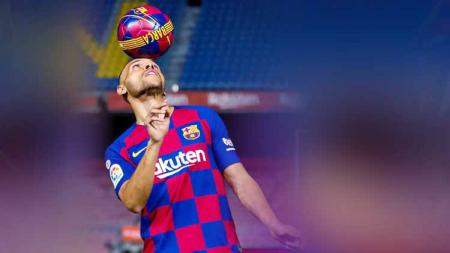 Rekrutan gagal? Martin Braithwaite, pemain baru Barcelona sempat pamer skill yang buat fans was-was. - INDOSPORT