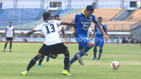 Pertandingan uji coba Persib Bandung menghadapi Persikabo di Stadion Gelora Bandung Lautan Api (GBLA), Kota Bandung, Jumat (21/02/2020). - INDOSPORT
