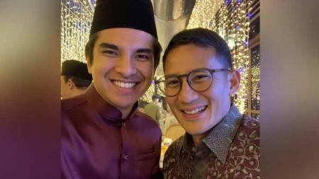 Sandiaga Salahuddin Uno bertemu dengan Menteri Pemuda dan Olahraga, Syed Saddiq saat menghadiri acara pernikahan putri Menteri Besar Kedah Mukhriz Mahathir pada, Kamis (20/02/20). - INDOSPORT