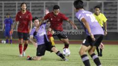 Indosport - Timnas Senior Indonesia dikalahkan Persita Tangerang 1-4 pada laga uji coba di Stadion Madya Senayan, Jumat (21/02/20).