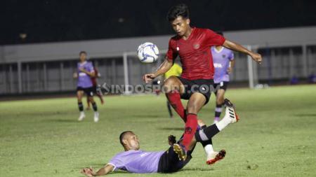 Timnas Senior Indonesia dikalahkan Persita Tangerang 1-4 pada laga uji coba di Stadion Madya Senayan, Jumat (21/02/20). - INDOSPORT