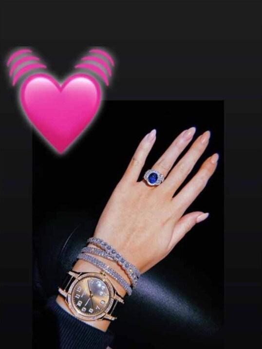 Penampakan perhiasan dan jam tangan mewah milik Georgina Rodriguez. Copyright: Instagram/Georgina Rodriguez