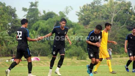Pemain PSIS Semarang, Septian David Maulana, melakukan selebrasi usai berhasil mencetak gol ke gawang Sriwijaya FC, Sabtu (22/2/20). - INDOSPORT