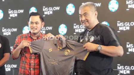 Konsep monokrom membuat tampilan jersey Arema FC kini lebih klimis dengan brand iklan yang tak lagi berwarna-warni untuk Liga 1 2020. - INDOSPORT
