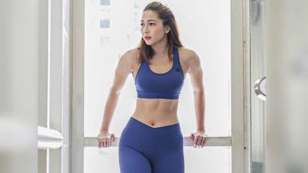 Andrea Dian Bimo bagikan tips memperindah pinggul dan bokong. - INDOSPORT