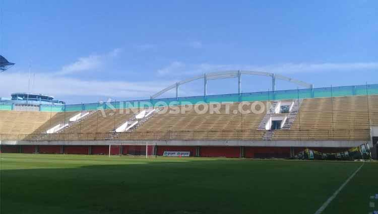 Konsisten boikot, tribun Stadion Maguwoharjo kosong mlompong di laga PSS Sleman lawan Persipura. Copyright: Ronald Seger Prabowo/INDOSPORT