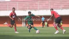 Indosport - Laga uji coba antara Persipura vs PSS Sleman di Stadion Maguwoharjo, Sleman, Yogyakarta.