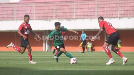 Laga uji coba antara Persipura vs PSS Sleman di Stadion Maguwoharjo, Sleman, Yogyakarta. - INDOSPORT