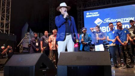 Manajer Persib, Umuh Muchtar saat menghadiri acara Bobotoh Day di Lapangan Tegalega, Kota Bandung, Sabtu (22/2/20). - INDOSPORT