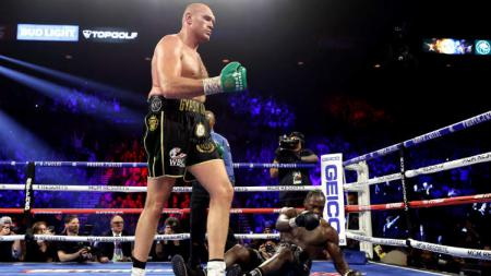 Promotor tinju Eddie Hearn mengaku siap menjalin kesepakatan pertarungan antara petinjunya Anthony Joshua, dan juara baru kelas berat WBC, Tyson Fury. - INDOSPORT