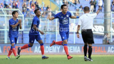 Arema FC menyempurnakan launching tim dengan melumat Barito Putera dengan kemenangan tiga gol sekaligus, dalam laga uji coba di stadion Kanjuruhan Malang, Minggu (23/02/20) sore. - INDOSPORT