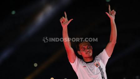Salam Sajete ditunjukkan Rezaldi Hehanusa saat launching tim Persija Jakarta untuk Liga 1 2020.