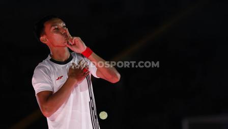 Gaya cium jari telunjuk Novri Setiawan saat acara launching tim Persija Jakarta jelang Liga 1 2020.