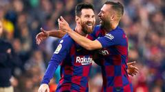 Indosport - Dua pemain bintang klub Liga Spanyol, Barcelona, Lionel Messi (kiri) dan Jordi Alba.