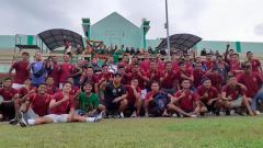 Indosport - Segenap elemen tim Sriwijaya FC berpose usai melakoni laga uji coba menjelang kick-off Liga 2 2020.