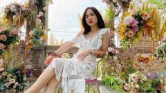Indosport - Nitchaon Jindapol, pebulutangkis cantik asal Thailand, mendapat pujian dari Gronya Somerville ketika menunjukkan bakatnya menari.