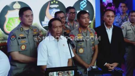 Menpora Zainudin Amali resmikan kick-off Liga 1 2020 di Gelora Bung Tomo, Surabaya, dan menghimbau agar tidak ada lagi pengaturan skor. - INDOSPORT