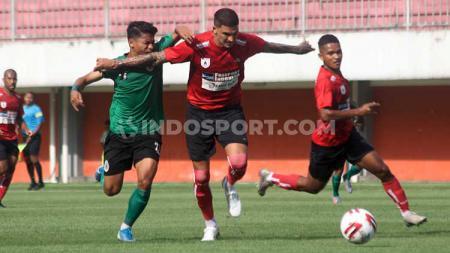 Manajemen klub Liga 1 Persipura menilai hukuman yang dijatuhkan kepada pemainnya, Arthur Cunha terlalu berlebihan. - INDOSPORT