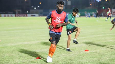 Pemain asal Indonesia milik PT Prachuap FC, Yanto Basna. - INDOSPORT