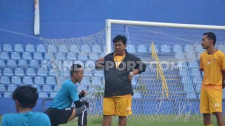 Pelatih Sriwijaya FC, Budiarjo Thalib. - INDOSPORT