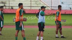 Indosport - Pelatih Aji Santoso berencana memulai latihan Persebaya Surabaya awal Maret nanti.