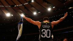 Indosport - Point guard, Golden State Warriors, Stephen Curry bakal kembali pada awal Maret 2020.