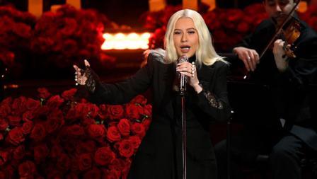 Penyanyi Christina Aguilera mengisi acara dalam penghormatan terakhir untuk Kobe Bryant dan Gianna Bryant dengan tajuk Celebration of Life di Staples Center pada tanggal (24-02-20) waktu setempat