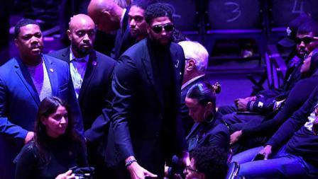 Bintang basket Lakers, Anthony Davis (pakai kacamata hitam) turut hadir dalam penghormatan terakhir untuk Kobe Bryant dan Gianna Bryant dengan tajuk Celebration of Life di Staples Center