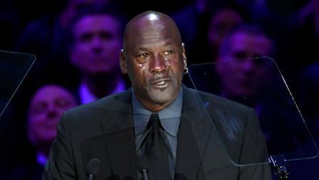 Legenda NBA Michael Jordan tak kuasa menahan tangis saat memberikan pidato dalam penghormatan terakhir untuk Kobe Bryant dan Gianna Bryant bertajuk Celebration of Life di Staples Center.