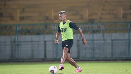 Sejumlah pemain mungkin akan merasa begitu menyesal dahulu tak jadi gabung Persib Bandung di awal Liga 1 2020. - INDOSPORT