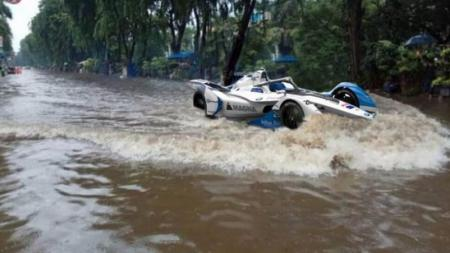Formula Empang digaungkan oleh netizen sebagai buntut dari banjir yang melanda DKI Jakarta. - INDOSPORT