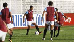 Indosport - Bek kiri PSM Makassar, Leo Guntara, menyesali kegagalan memenangkan laga Liga 1 2020 di kandang sendiri melawan Barito Putera.