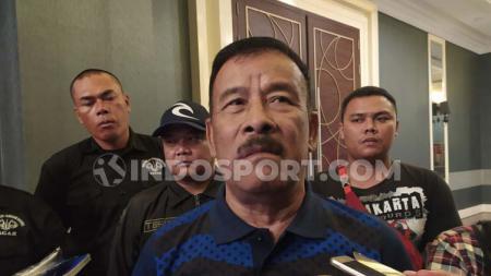 Komisaris PT Persib Bandung Bermartabat (PBB), Umuh Muchtar, memberikan tanggapan terkait nama Robert Rene Alberts yang disebut pantas ke Timnas Indonesia. - INDOSPORT