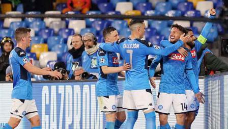 Selebrasi para pemain Napoli saat Dries Mertens membuka keunggulan timnya saat melawan Barcelona dalam pertandingan babak 16 besar Liga Champions 2019-2020 leg pertama di San Paolo.