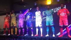 Indosport - Persita Tangerang secara resmi memperkenalkan skuatnya untuk Liga 1 2020, Rabu (26/02/20) di Tangerang. Tim Pendekar Cisadane, memiliki 27 orang pemain dengan rincian 13 orang yang berasal dari skuat lama (Liga 2 2019) dan 14 rekrutan baru.