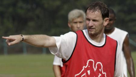 Publik pecinta PSS Sleman masih dag-dig-dug menunggu masa depan pelatih mereka, Dejan Antonic. - INDOSPORT