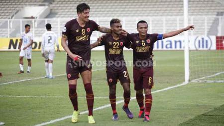 Tiga pencetak gol PSM Makassar ke gawang Shan United, Giancarlo, Yakob Sayuri, dan Ferdinand Sinaga. - INDOSPORT