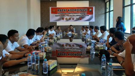 Rapat Koordinasi Satgas Anti Mafia Bola Jilid III Wilayah Polda Sulsel di Aula Mapolda Sulsel, Rabu (26/02/20). - INDOSPORT