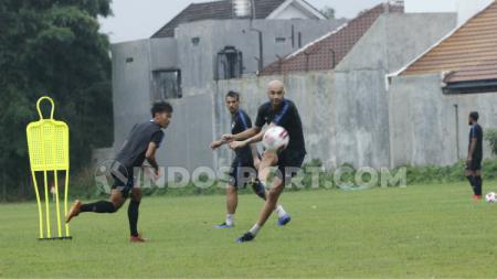 Pemain PSIS Bruno Silva melakukan shooting di sesi latihan rutin timnya, Rabu (26/2/20). - INDOSPORT