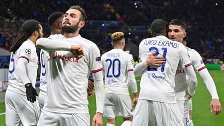 Selebrasi para pemain Lyon, usai Lucas Tousart berikan keunggulan di babak pertama atas Juventus dalam pertandingan babak 16 besar Liga Champions 2019-2020 leg 1 babak pertama. - INDOSPORT